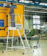 1-seitige Podestleiter,fahrbar 3 Stufen, Podesthöhe 795mm