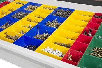 Passende Schubladeneinteilung mit Kunststoffkästen
