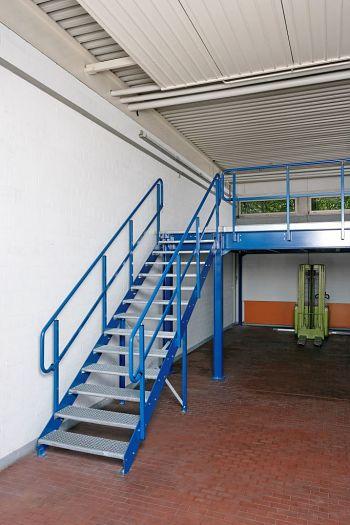 Treppe 1000mm breit mit Geländer und Handlauf